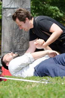 Joe Sergio (Laertes), Sam Cheeseman (Hamlet)